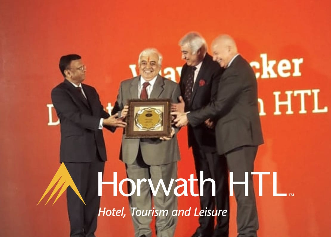 Vijay Thacker wins Hotelier India Hall of Fame Award 2018